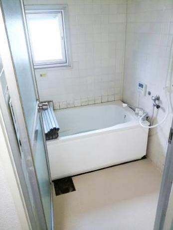 浴槽が広くなり足が伸ばせ、床も冷たさを感じなくなりました。給湯器の操作も楽。