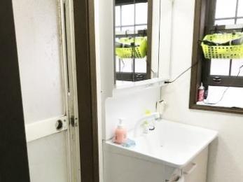 収納が増え、明るい洗面所になりました
