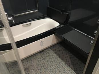 ショールームや現場で綿密に打ち合わせをして、納得のいく仕上がりになった。高級感のある浴室に満足。