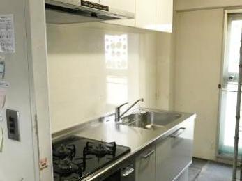 白で統一した明るいキッチンになり、料理するのが楽しみ!