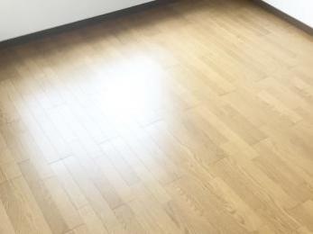 今までとは全く違った雰囲気になり、満足です。 部屋が明るくなりました!