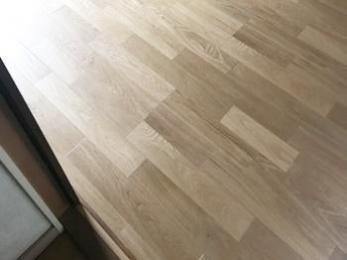 新しいフローリングの床は、気持ちよく快適に使えそうです